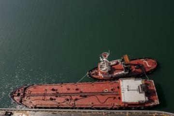 034-katia-bonaventura-photojournalism--rimorchiatore-porto