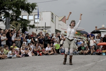 048-katia-bonaventura-photojournalism-buskers-festival-staranzano